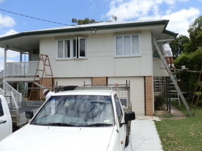 Abbey Thermalboards working on a Brisbane Queenslander house with cladding.