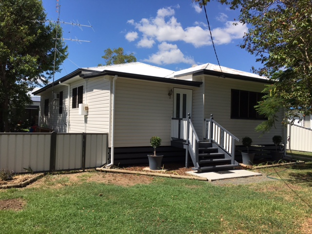 Front view of our vinyl cladding installed on a house in Gladstone.